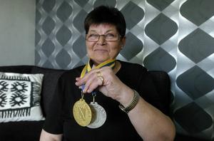 Ellenor Johansson med guldet från SM 2012, en medalj som nu får sällskap av lagguldet från helgen som gick.