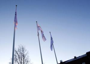 Nu vajar Region Jämtland Härjedalens flaggor utanför Regionens hus, intill Östersunds sjukhus.