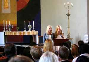 Perslundaskolan hade sin skolavslutning i Ockelbo kyrka på onsdagen. Här sjunger Sabina Nordell