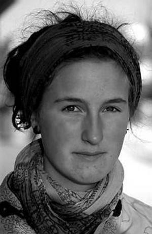Arkivbild Från Bolivia till Peru. Marja Forssman är 21 år, kommer från Ockelbo och reser sedan december förra året runt i Sydamerika. Hon läste samhällsprogrammet med internationell inriktning på Vasaskolan och har sedan dess arbetat inom vården och lärt sig spanska i Barcelona. Hon är aktiv i syndikalisternas ungdomsförbund.