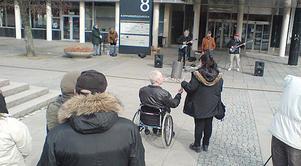 Stadsmissionens City Mission Band bjöd på några låtar vid Solrosuppropet.