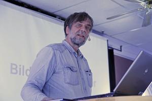 Tecknaren Jens Ahlbom berättade om sitt intresse att vilja förklara saker, som hur ett flygplan kan flyga.