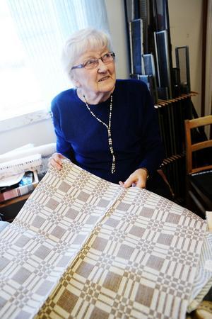 Anna Larsson sålde dukar, mattor och lotter.