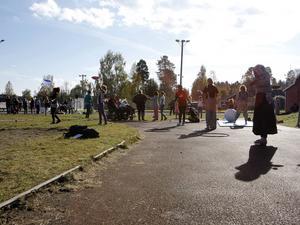 Cirkus Kul och Bus var på plats under invigningen på lördagen och intresset för att lära sig jonglera, hantera en diablo och diverse gymnastiska övningar var stort.