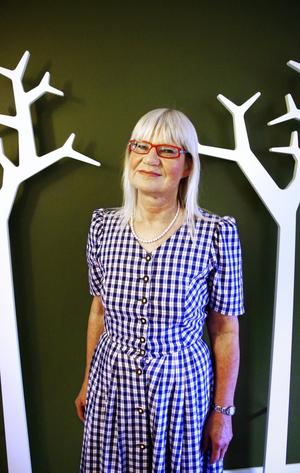 Marie-Louise Danielsson Tham fick som barn följa med till julottan. Sedan infann sig julefriden då hon pysslade med julklapparna och spelade och sjöng tillsammans med sin mamma.