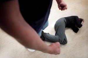 Hanna, som egentligen heter något annat, misshandlades av sin dåvarande sambo under ett och ett halvt år. Hon fick kraft till att slänga ut mannen. Personerna på bilden har inget samband med artikeln.