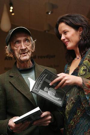I december 2006 var det boksläpp för boken om Luddes liv. Boken skildrar hans liv i text och bild och innehåller en samling av hans dikter.Boksläppet arrangerades på Järvzoo i Järvsö, Lill-Babs borde få den första boken tyckte Ludde. Hon kunde inte komma till boksläppet, men det kunde dottern Malin Berghagen, som fick ta emot boken.