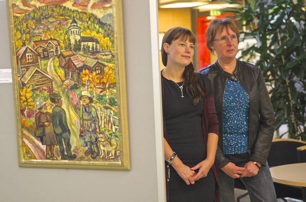 – Äntligen, säger kommunalrådet Gunilla Zetterström Bäcke (till höger), det här har jag pratat om sedan jag satt i kulturnämnden. Här tillsammans med nuvarande ordförande i Nämnden för bildning, fritid och kultur Helena Larsson.