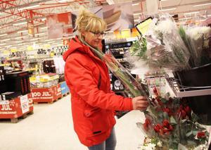 Halva priset på julens blommor är inte så illa, tycker Birgitta Roos från Söderhamn.