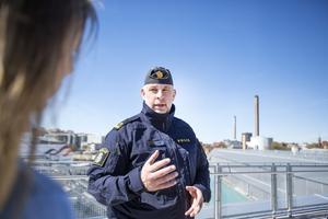 Robert Carlsson jobbar som operativ samordnare på gränspolisens rörliga sektion som har sitt kontor i Frihamnen.
