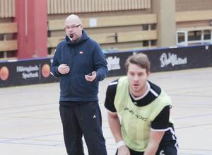 Hudik/Björkbergs assisterande tränare Love Borg har med sina träningsmetoder fått rejäl ordning på laget.