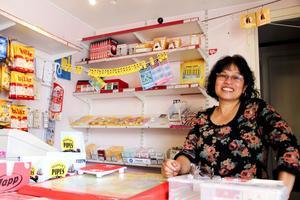 Sabrina Ismail har trivts bra bakom butiksdisken. När Lancos Närlivs stänger ska hon satsa på sitt nya yrke - undersköterska.