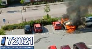 Explosivt. Branden fick ett explosivt förlopp och parkerade bilar var hotade.