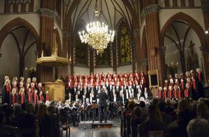 130 körsångare och orkester i den 49:e Julton. När Julton har klingat är det jul på riktigt.