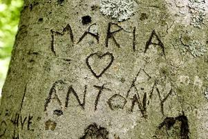MARIA + ANTON. Läser ni det här, Maria och / eller Anton, ring och berätta om vad som blev av er kärlek!