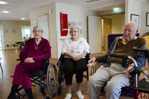 Lizzie Eriksson, Karin Östling och Uno Wigh,  bor alla idag på Furugårdens äldreboende i Valbo. Lizzie är född i Valbo och Karin och Uno är födda i Forsbacka.