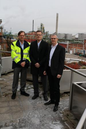 Björn Söderberg och Jonas Dyrke från Värmevärden samt Cyril Thébault från Nynas ser stora fördelar med samarbetet mellan de två företagen.