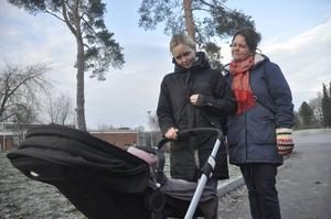 Går vidare. Genom Joakim Mattssons fond vill Anna Podgorsek och Eva Andersson spridda information om droger i Skutskär. De tackar för allt stöd de fått sedan augusti.