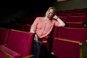 Hemma. Helena Nygårds står sällan själv på scen längre, men leder både barn- och vuxengrupper. Kärleken till teatern har alltid funnits och karriärbytet ångrar hon inte. Kunskaper om bemötande har hon fortfarande nytta av från jobbet inom vården.