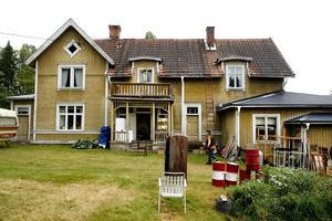 På lördag inleds gårdsauktionen i Näset där en i det närmaste komplett gammal lanthandel ska gå under klubban. Antal utrop beräknas till 2 000 stycken.