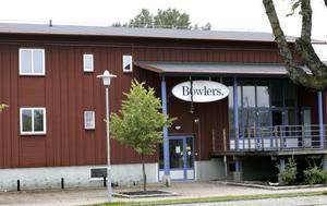 En restaurang och fastighetsbolaget Älvkarlebyhus planerar att flytta in i gamla bowlinghallen i Skutskär.