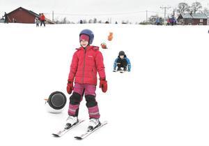 Sunna Gisladottir, 7 år, åkte vant ner för Lillberget trots att hon precis lärt sig åka skidor.