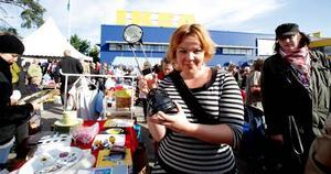 SECOND HAND. Ikea ville genom att ordna loppis vid sina varuhus visa att de bryr sig om återvinning. Anna Siirtola från Grycksbo försökte bland annat sälja sådant hon tidigare köpt på varuhuset.