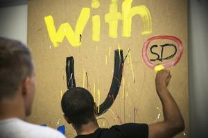 Ett av grupparbetena utmynnade i ett statement mot ett politiskt parti.