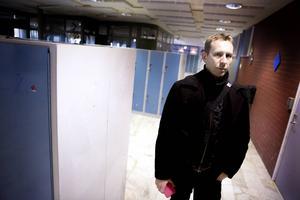 Jonas Fors berättar att man efter turbulensen i början av februari anställde två extrapersoner för att förstärka i kapphall och korridorer.