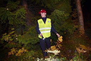 Försvunnen man eftersöks av polis, hemvärn och Missing people. Linnea Sandström var en av dem som letade i skogarna runt Norra berget.