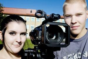 Mediestudenterna Nilina Dillner 18 år, och Max Hölzl 18 år, tycker att miljöveckan är ett bra sätt att göra folk mer miljömedvetna.