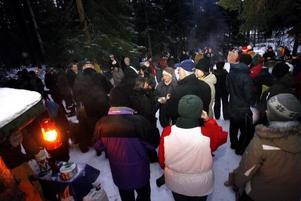 Glögg och varmkorv vid Storflyn – mysig start på julaftons morgon som lockar många.