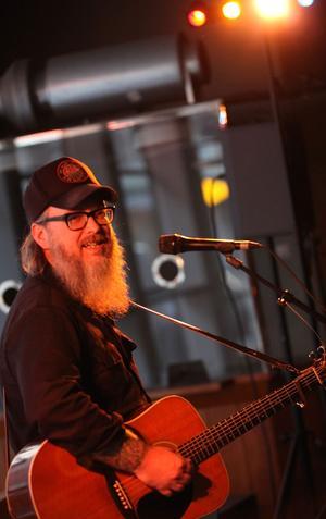 Avskalat. Med bara gitarr och röst bjöd Otis Gibbs publiken på en musikalisk upplevelse.