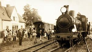 Ett ånglok på tillfälligt besök i Rimbo och Hallstavik 21 september 1975.