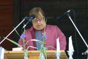 Marianne Witting tog upp branden i Sveg under sin predikan på söndagens Olsmässgudstjänst på Gammelgården i Sveg.