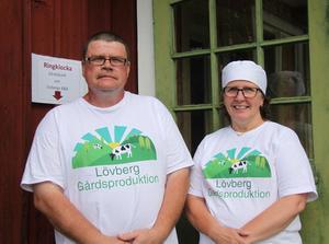 Magnus Isaksson och Lena Liljemark öppnade gårdsmejeriet i början av juli.