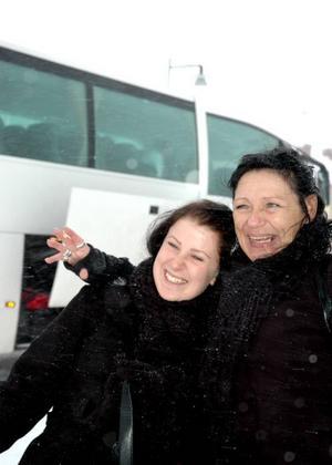 ÄVENTYRLIGA. Monia Lademo och Victoria Runnkvist drog iväg till Åland mitt under rådande snökaos.Foto: Lynda Lundin