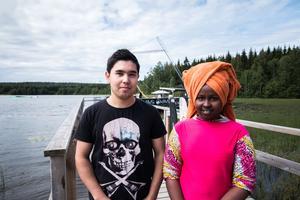 Mustafa Barbari och Sofia Mohamed Ali tycker att sommarskolan är bra eftersom man får lära känna nya människor.