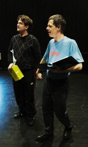 Olof Hedman, spelar Jens, och Ronny Evertsson spelar Beppe.