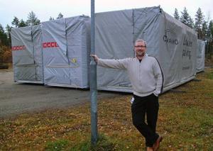 Fujitsu Stuguns Joakim Nilsson ser fram emot att företaget skall få expandera i de sex kontorsmoduler som Ragunda kommun hyrt för företagets ändamål.Foto: Ingvar Ericsson