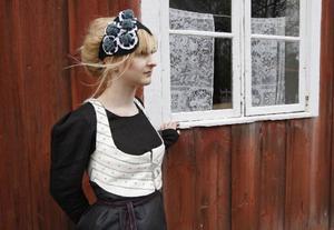 Annelie Andersson från Frösön, är Katarinas modell och hon ska visa upp folkdräkten den 27 maj i Stockholm tillsammans med dräkter från övriga landet.