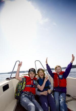 Pjotr Pokrasen, Noa Lerch och Lucas Hellbom var riktigt taggade där de satt längst fram i båten.