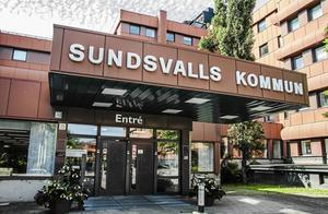 Hur kan politikerna i Sundsvalls kommun ha tillåtit att ett underskott på 300 miljoner har uppstått, utan att man tidigare gjort åtgärder och konkret tagit itu med att lösa detta problem? undrar insändarskribenten.