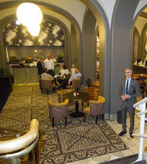 Entrén till det nyrenoverade frukostrummet. Även kring menyer och mat har Stadshotellet tänkt nytt på sistone och enligt Cem Gürler är det många västeråsare som rundar av sin morgonpromenad med att äta frukost på Stadshotellet på helgerna.