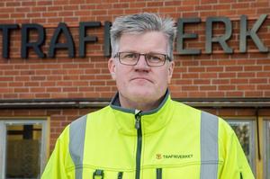 Per-Olof Sjölander, projektledare på Trafikverket i Borlänge, berättar att det inte är aktuellt med blinkande älgvarningsskyltar.