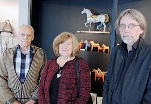 Göran och Siv Samuelssons (till vänster) samling av dalahästar utgör merparten av Zornmuseets utställning. Rune Bondjers är curator.