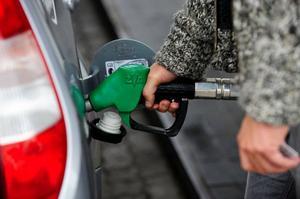 Nedlagda bensinstationer gör att det blir ännu svårare att att upprätthålla en levande landsbygd, skriver insändarskribenten.    Foto: Scanpix