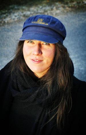 Thilda Persson spelar på Tullgatan 6 tillsammans med Hanna Fruberg.