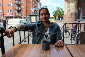 Leandro Bontemps arrangerar Born This Way på Musikhuset under Gävle Pride 2016