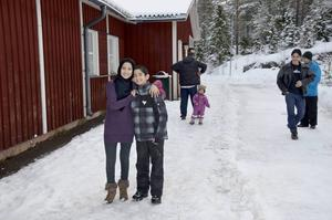 Taibe Abbasi och lillebror Mohammad Hosein Abbasi från Afganistan anlände till Åkerö för några dagar sedan och hoppas få börja skolan så fort som mojligt. Alla deras jämnåriga på förläggningen är redan utplacerade på olika skolor i Timrå.
